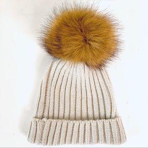 Host pick ♦️VERA MODA hat/toque w faux fur POM POM